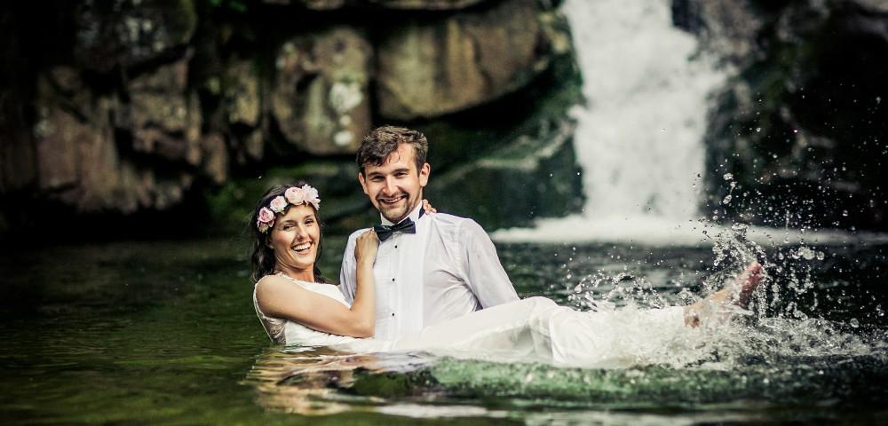 sesja ślubna w wodzie