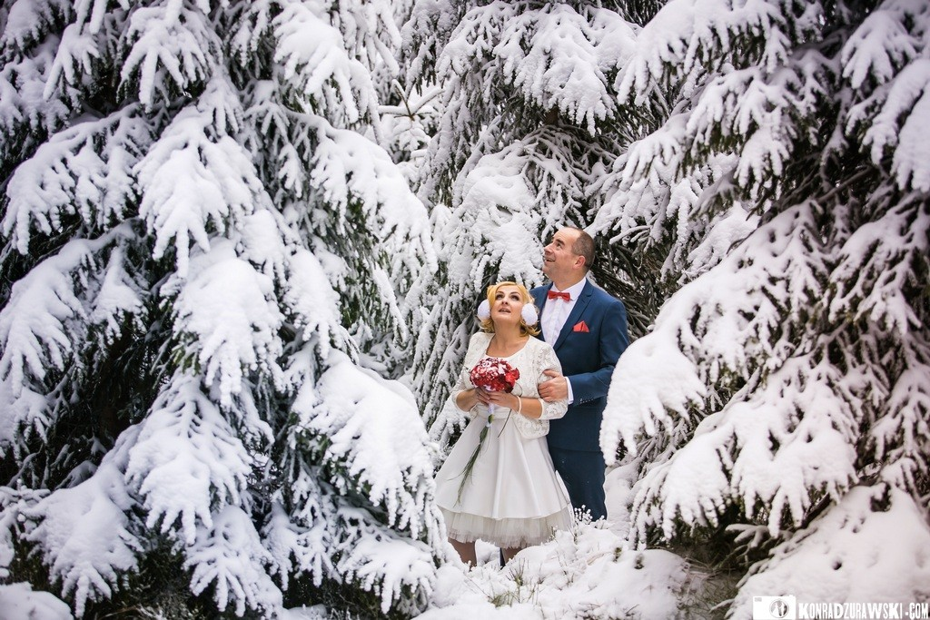 zimowe zdjęcia ślubne