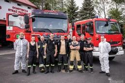 Cała grupa Ochotniczej Straży Pożarnej w Łomnicy | fotograf Konrad Żurawski